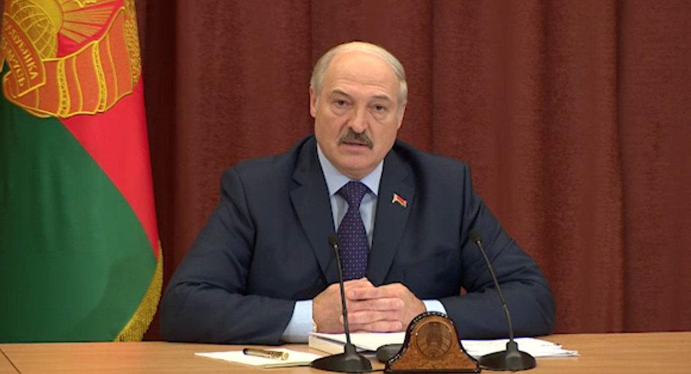 «Выдолжны сними разобраться». Лукашенко напутствовал чиновником наборьбу ятунеядством