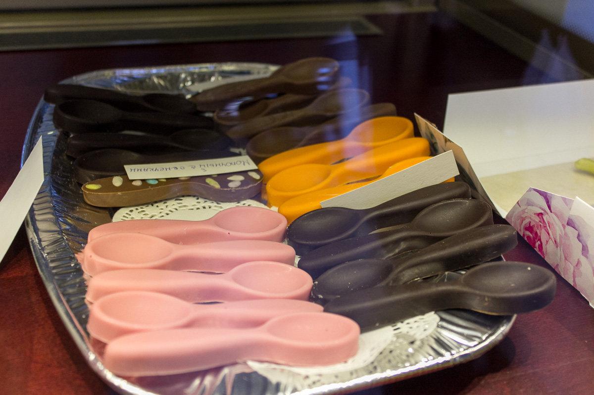Семейная кондитерская пытается удивить покупателей различными формами шоколадок