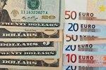 Купюры долларов США и евро, архивное фото