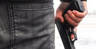 Человек с пистолетом, архивное фото