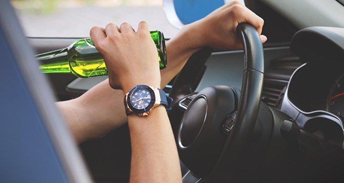 Употребление алкоголя за рулем, архивное фото
