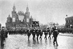 Церемониальный марш сводных полков фронтов на Красной площади