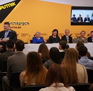 Награждение победителей школьных олимпиад Минска в МПЦ Sputnik