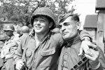 Советский и американский солдаты на Эльбе