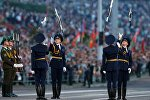 Военнослужащие роты почетного караула принимают участие в военном параде