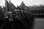Знаменосцы полка одного из фронтов на Параде Победы на Красной площади 24 июня 1945 года