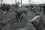 Москвичи на строительстве оборонительных сооружений