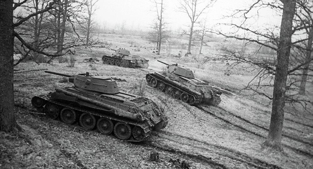 Танкі Т-34 выходзяць на мяжу