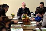 Митрополит Минско-Могилевский архиепископ Тадеуш Кондрусевич на встрече с журналистами