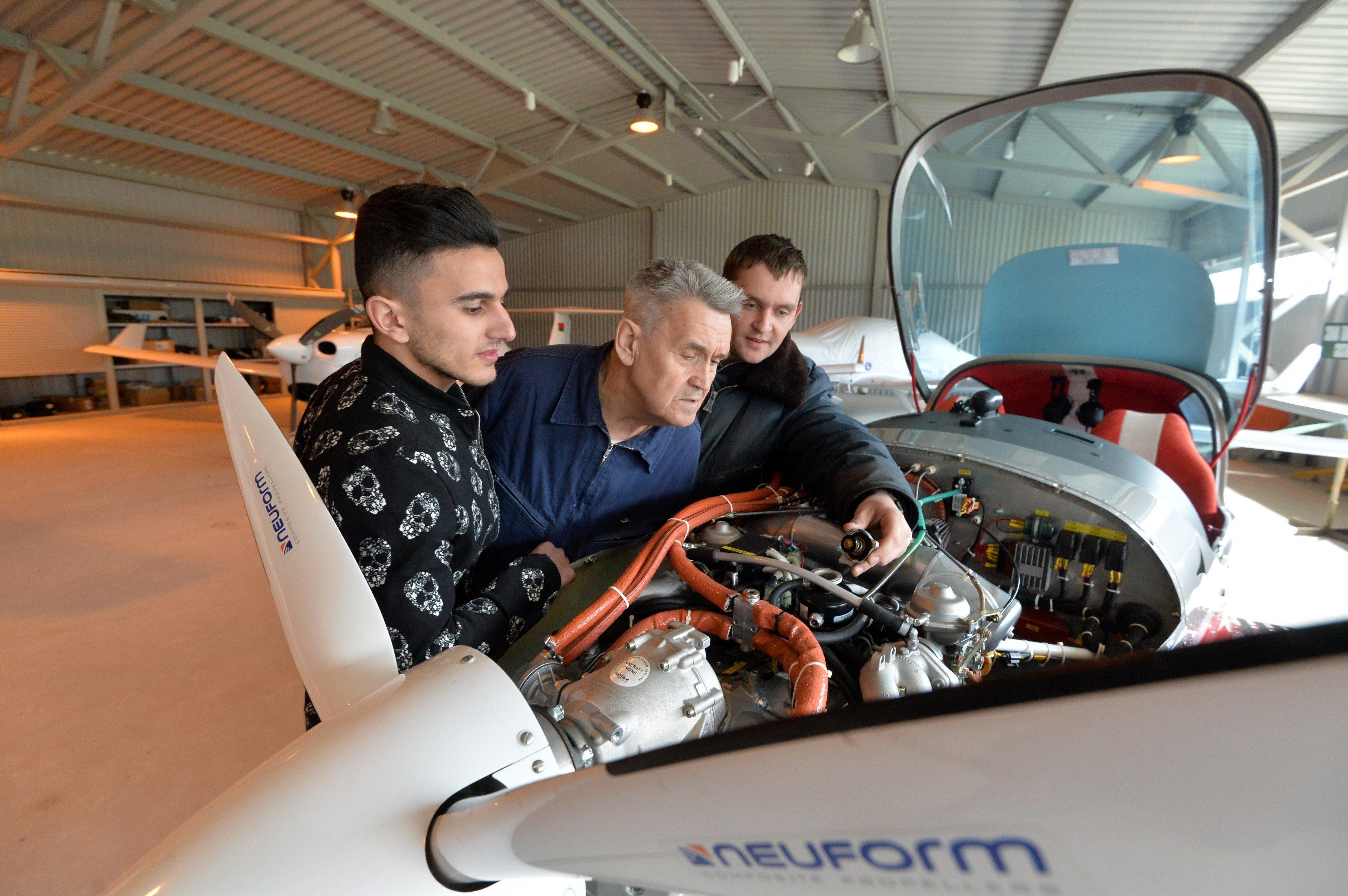 Курсанты осваивают не только навыки пилотирования, но и устройство самолета