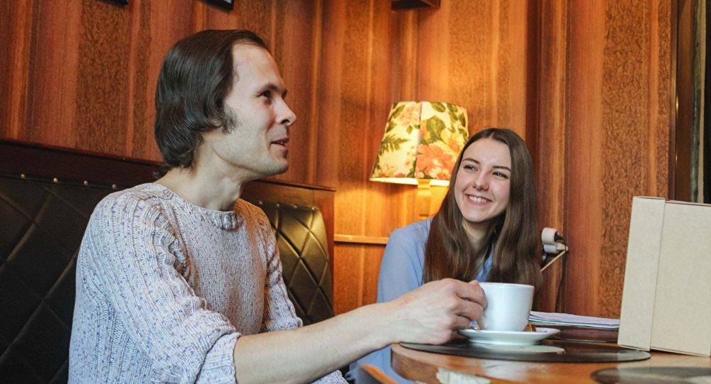 Встреча читателя и поэта проходила в непринужденной и творческой обстановке: Виктор Жибуль и Любовь Терехова