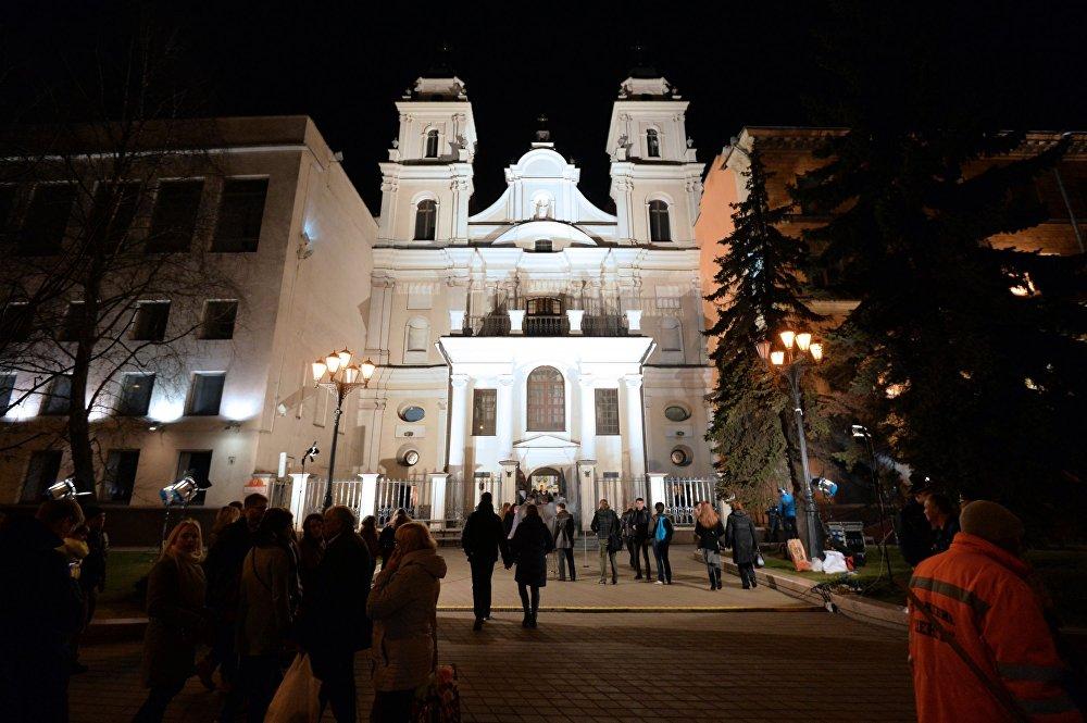 Архікафедральны сабор Найсвяцейшай Дзевы Марыі ў Мінску падчас велікоднага набажэнства.