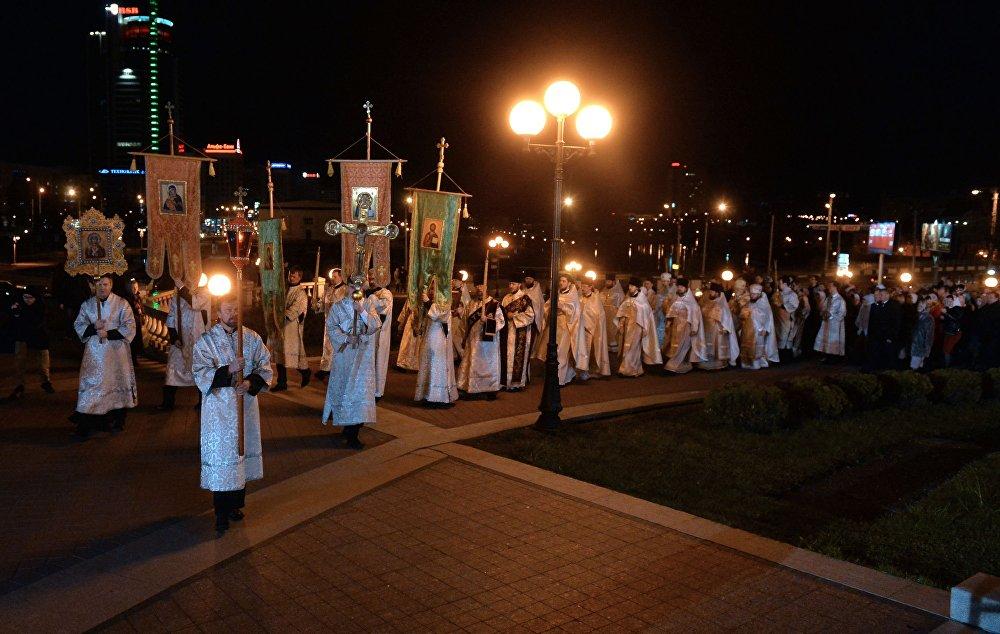Хросны ход падчас Велікоднага набажэнства.