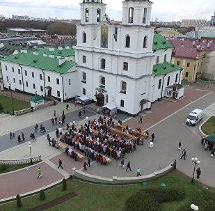 Видеофакт: колокола и куличи на главный праздник христиан