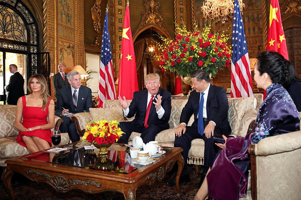 Прэзідэнт ЗША Дональд Трамп і першая лэдзі Меланья Трамп прымалі 7 красавіка прэзідэнта Кітая Сі Цзіньпіна і першую лэдзі Пэн Ліюань у Мар-а-Лага ў Палм-Біч