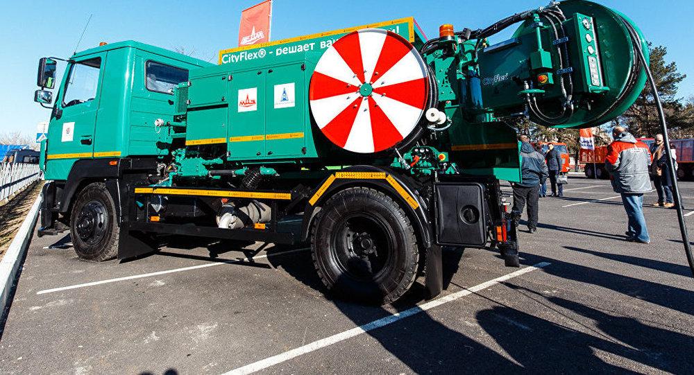 МАЗ создал для РФ автомобиль-чистильщик для борьбы спотопами