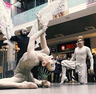 Відэафакт: флэшмоб артыстаў Cirque du Soleil прайшоў у Мінску
