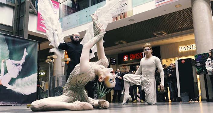 Видеофакт: флешмоб артистов Cirque du Soleil прошел в Минске