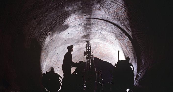 Бурильные работы в шахте, архивное фото
