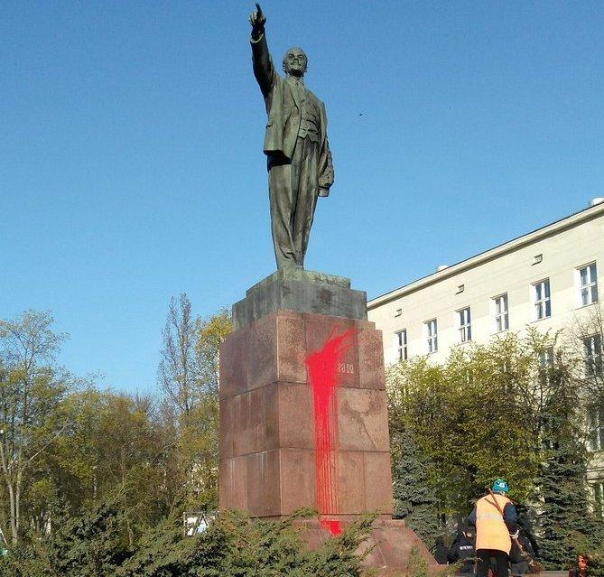 Памятник Ленину в Бресте облили краской