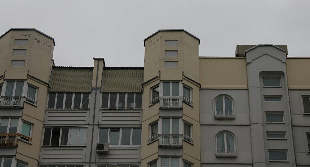Дом з балконамі