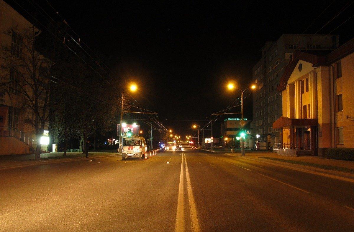 Девушка попала под автомобиль скорой в Гродно