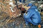 Эксперты ГКСЭ на месте пожара в Кричеве