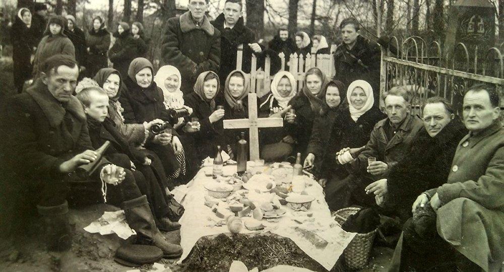 Радаўніца ў вёсцы Пліса Барысаўскага раёна Мінскай вобласці, 1955 год.
