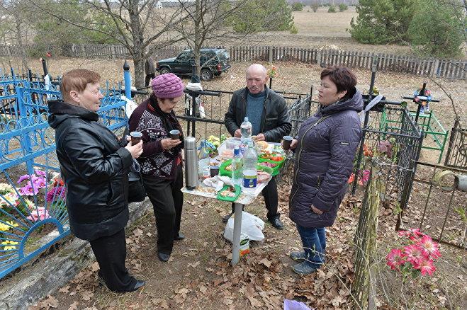 Белорусы поминают предков на Радуницу