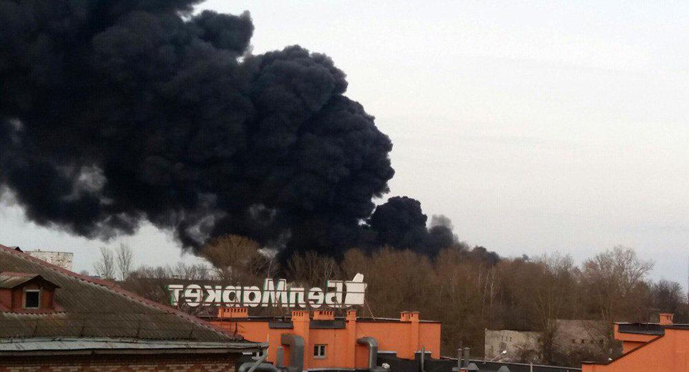 Дым пожара натерритории прежнего регенераторного завода накрыл пол-Могилева