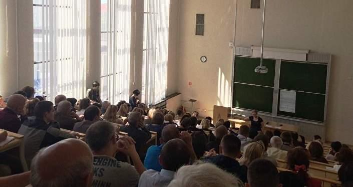 Собрание в аудитории вуза