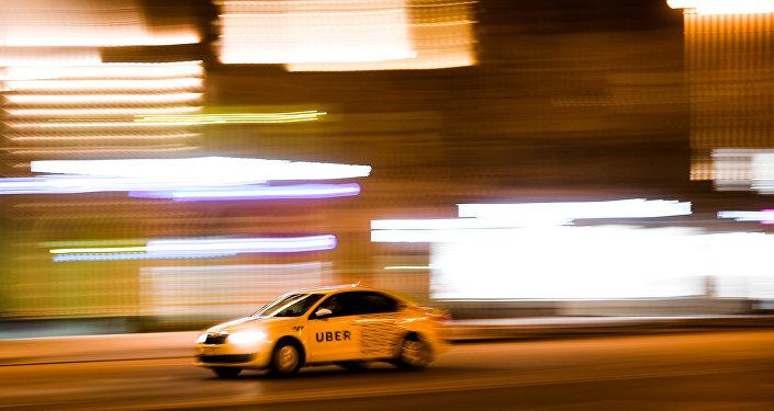 Таксі UBER на адной з вуліц, архіўнае фота