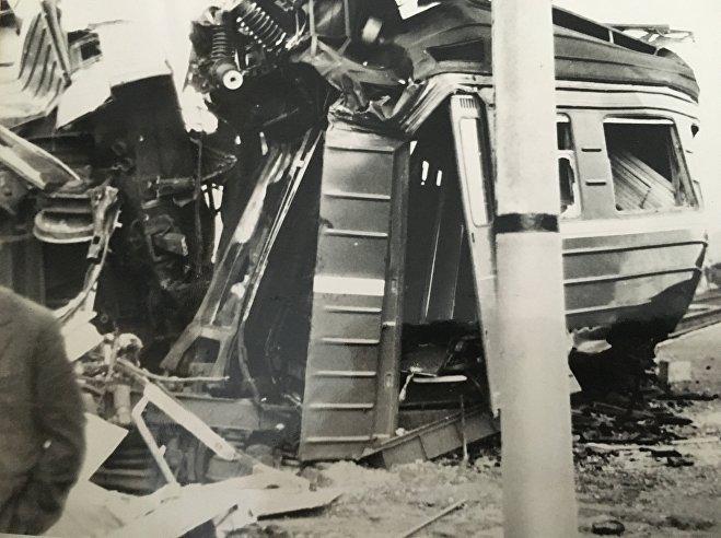 Разбитые вагоны электропоезда
