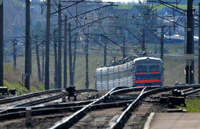Электричка подъезжает к станции Крыжовка