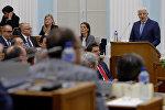 Премьер-министр Черногории Душко Маркович выступает в парламенте страны