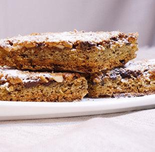 Пирожное Блонди - Белый Брауни с орехами и шоколадом