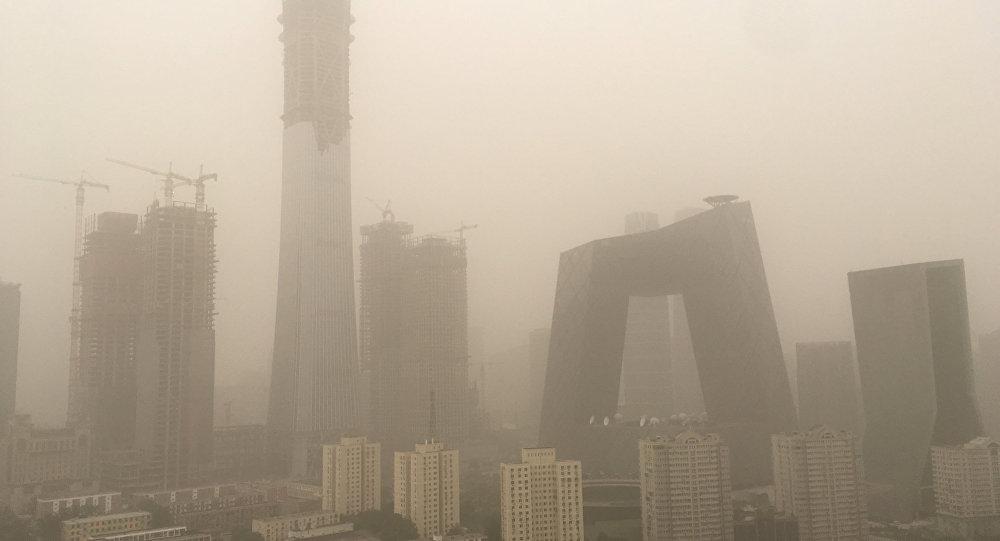 Пекин накрыла мощная песчаная буря сосмогом