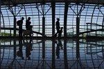 Пассажиры аэропорту Домодедово, архивное фото