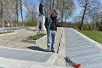 Россиянин Александр Связин в мемориальном комплексе Рыленки