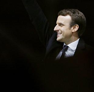 Избранный президент Франции Эммануэль Макрон с супругой в день победы на выборах