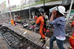Спасатели на месте взрыва в Таиланде