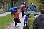 Минчане с зонтами в мае