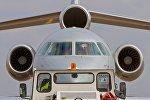 Самолет в аэропорту Жуляны
