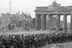 Пленные немцы у Бранденбургских ворот