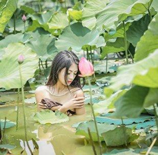 Фотосессия в пруду с лотосом во Вьетнаме