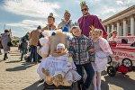 Королевская семья, а самая маленькая принцесса — на троне