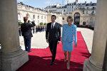 Новый президент Франции Эммануэль Макрон с женой Брижит на инаугурации