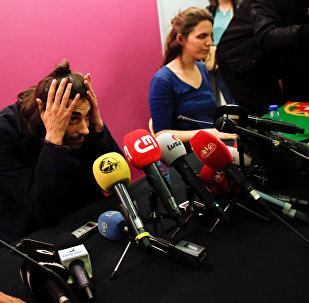 Победитель Евровидения-2017 Сальвадор Собрал и его сестра на пресс-конференции в аэропорту Лиссабона