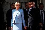 Президент Франции Эммануэль Макрон с супругой Бриджит Тронье