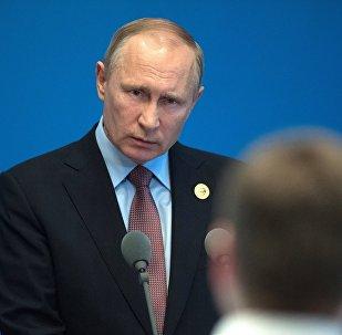 Президент РФ Владимир Путин во время пресс подхода к российским СМИ по итогам участия в Международном форуме Один пояс, один путь